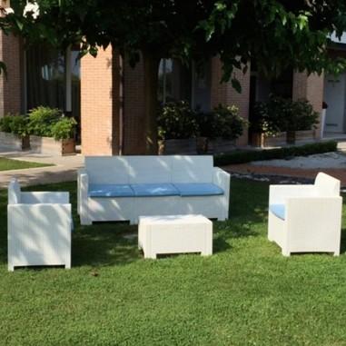 Salotto outdoor bianco Nebraska in resina antiurto effetto polirattan fornito con cuscini abbinati